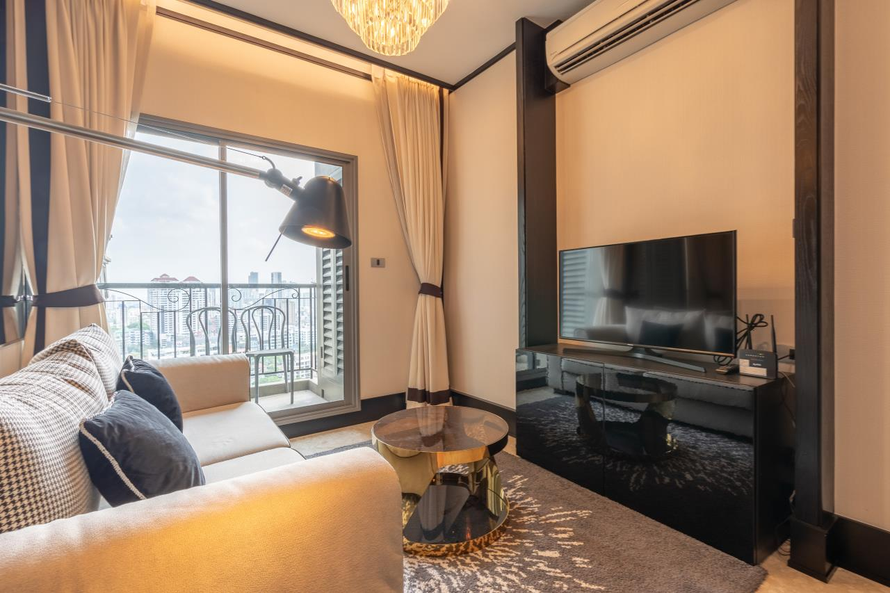Hostmaker Bangkok Agency's Chic Modern One Bedroom Condo 3-minute Walk to Thong Lo Bangkok BTS Station 16