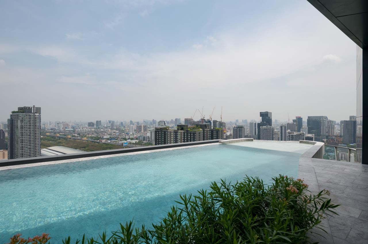 Hostmaker Bangkok Agency's Chic and Modern One Bedroom Condo 5-minute Walk to Phetchaburi MRT Station 17