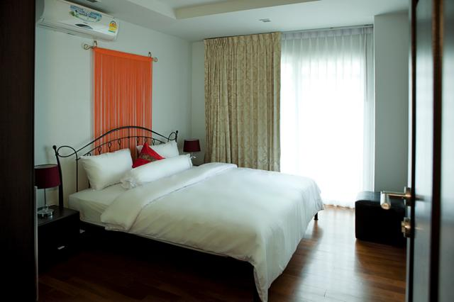 RE/MAX Top Properties Agency's Four Bedrooms Condo central Patong beach  16