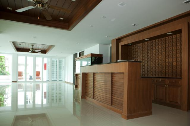 RE/MAX Top Properties Agency's Four Bedrooms Condo central Patong beach  19