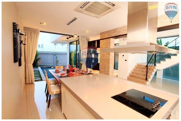 RE/MAX Top Properties Agency's  Luxury Seaview Pool Villas 3 bedrooms, 4 bathrooms in Rawai 9