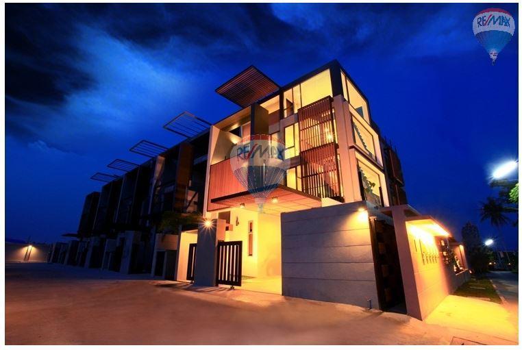 RE/MAX Top Properties Agency's  Luxury Seaview Pool Villas 3 bedrooms, 4 bathrooms in Rawai 52