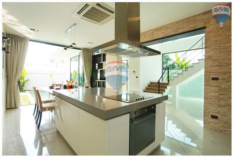 RE/MAX Top Properties Agency's  Luxury Seaview Pool Villas 3 bedrooms, 4 bathrooms in Rawai 8