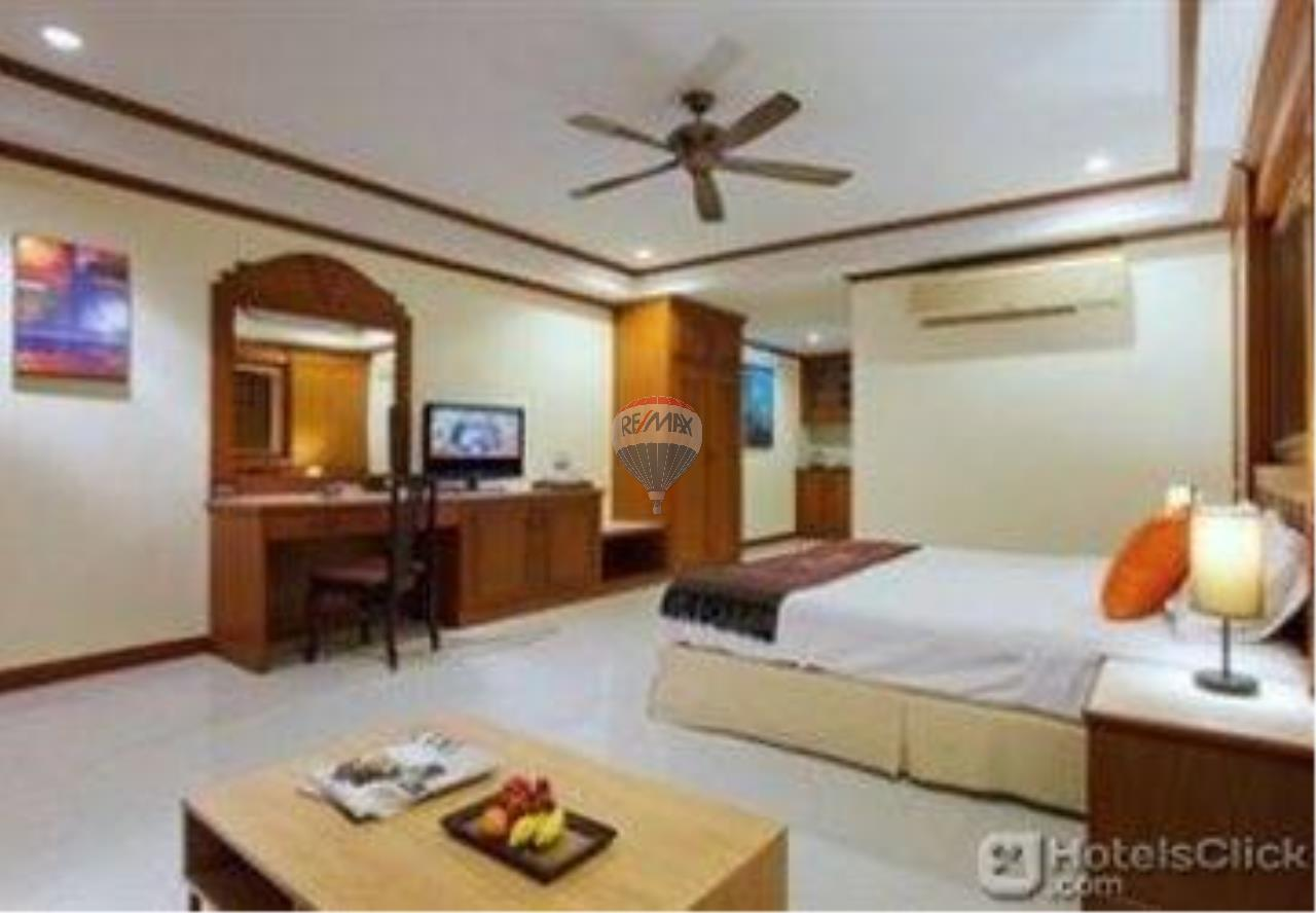 RE/MAX Top Properties Agency's 18 Rooms Guest House 8