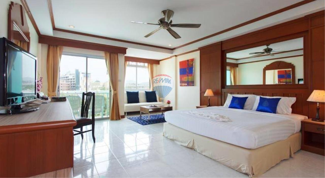 RE/MAX Top Properties Agency's 18 Rooms Guest House 11