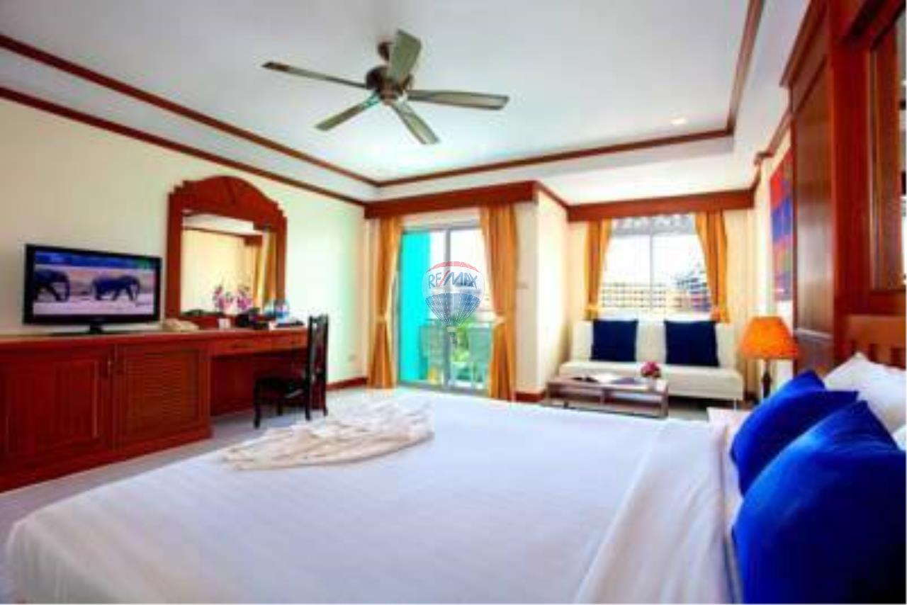 RE/MAX Top Properties Agency's 18 Rooms Guest House 17