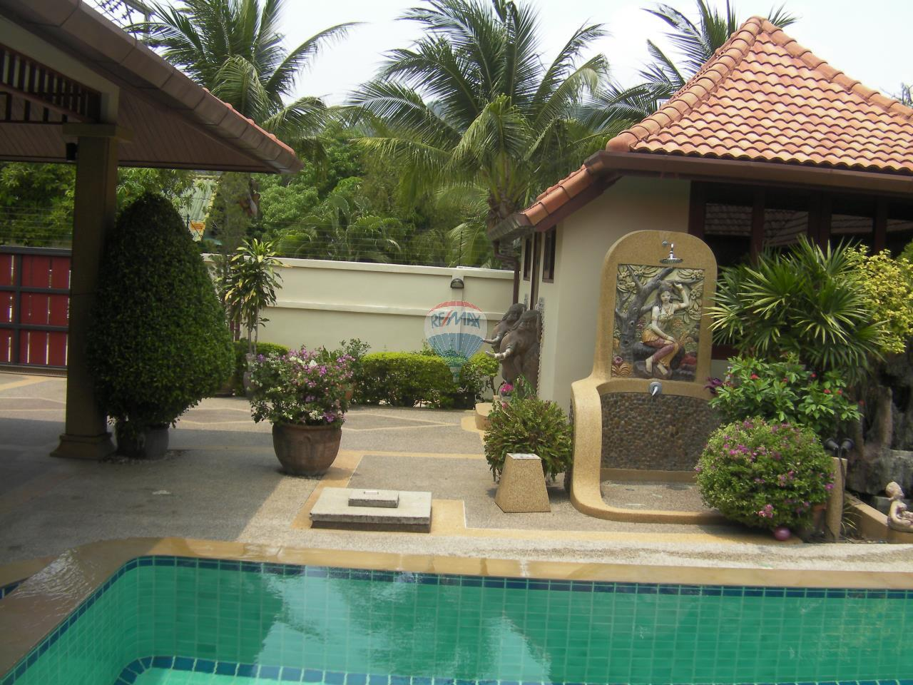 RE/MAX Top Properties Agency's Pool villa+3 Bungalows with 2000 sq. mt. Land 9