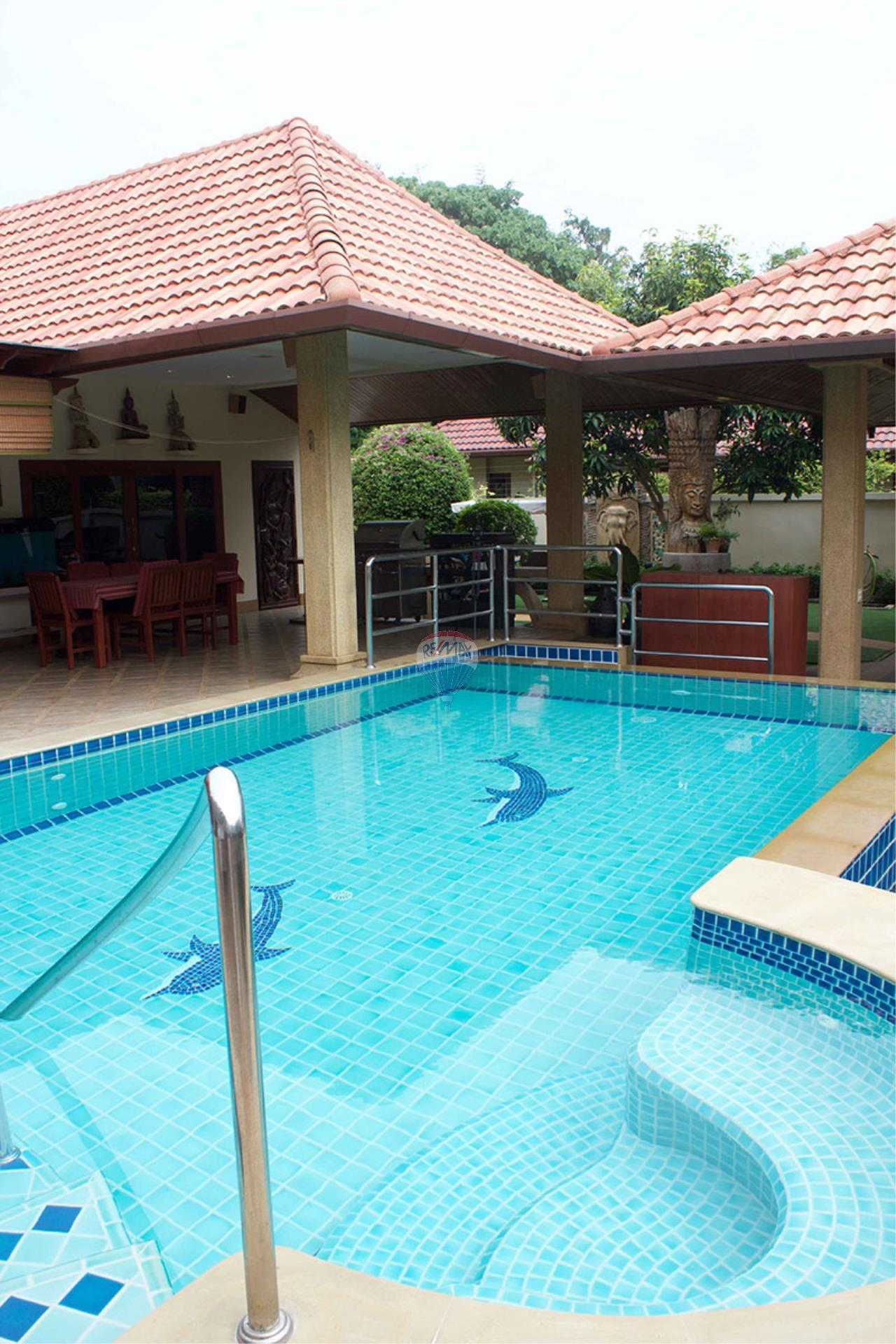 RE/MAX Top Properties Agency's Pool villa+3 Bungalows with 2000 sq. mt. Land 10