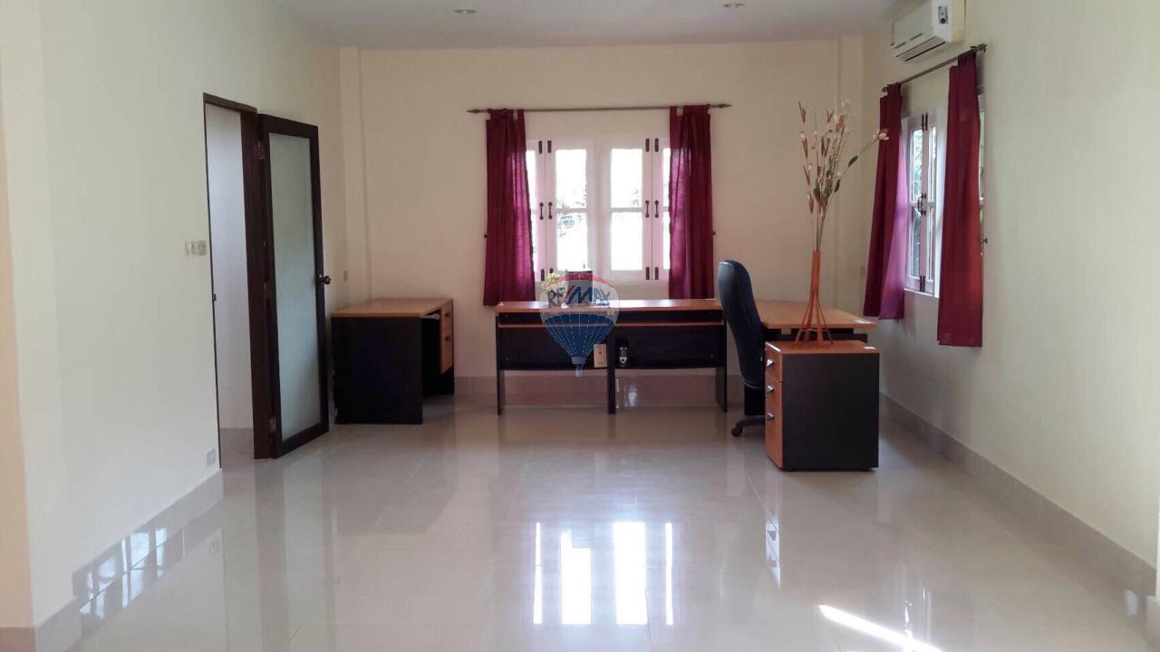 RE/MAX Top Properties Agency's Ban Ku Ku,Ratchapat Phuket University3Br.villa for rent 5