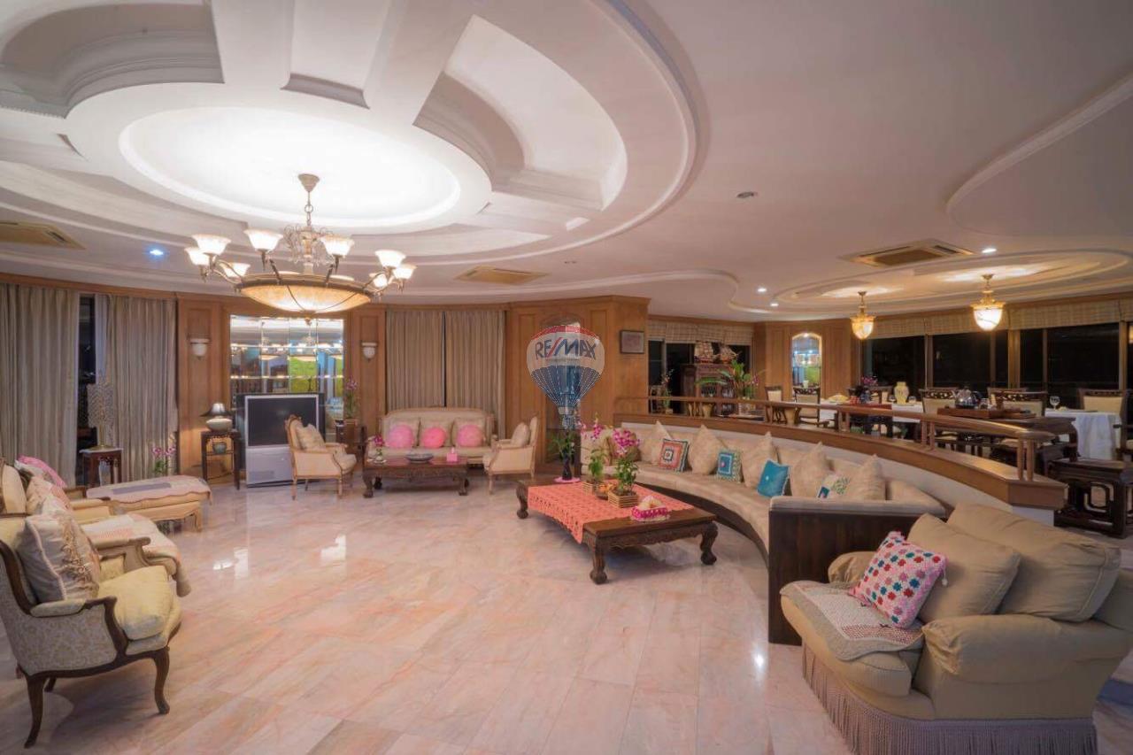 RE/MAX Top Properties Agency's Phuket Panwa beach luxury villas 5 Br.for rent 3