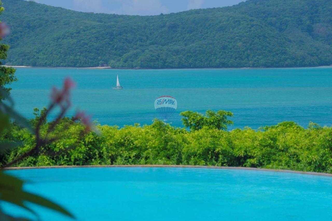 RE/MAX Top Properties Agency's Phuket Panwa beach luxury villas 5 Br.for rent 19