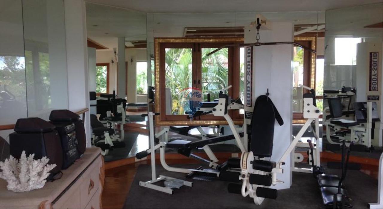 RE/MAX Top Properties Agency's Phuket Panwa beach luxury villas 5 Br.for rent 21