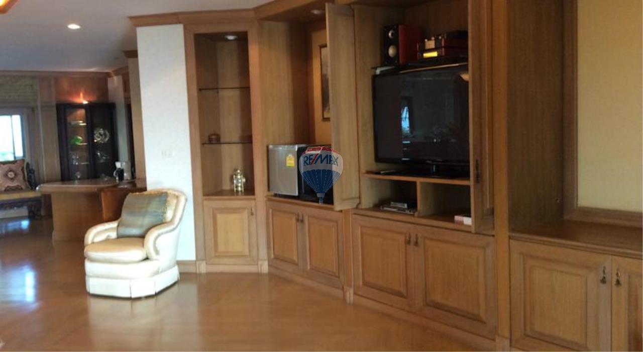 RE/MAX Top Properties Agency's Phuket Panwa beach luxury villas 5 Br.for rent 12