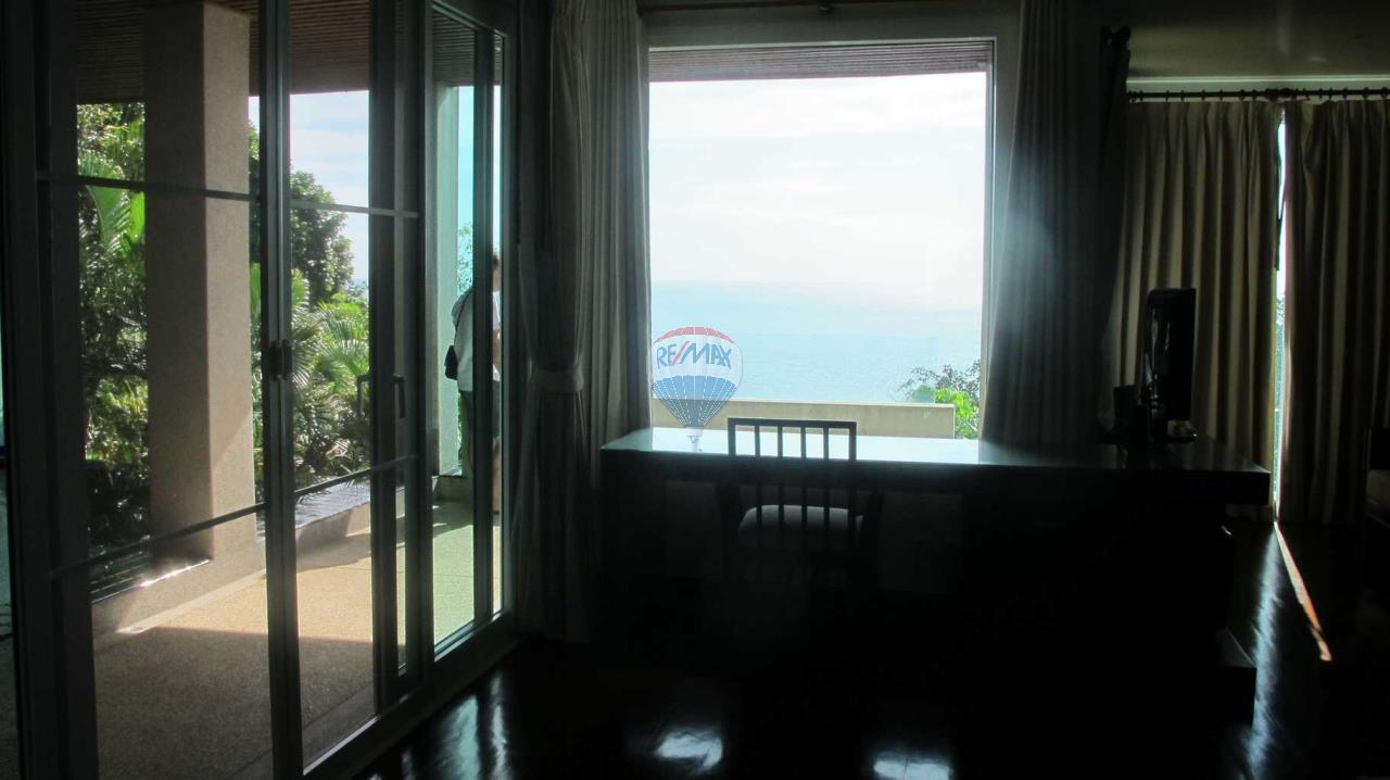 RE/MAX Top Properties Agency's Exclusive Luxury Villa with pure 180' Ocean Front View 30