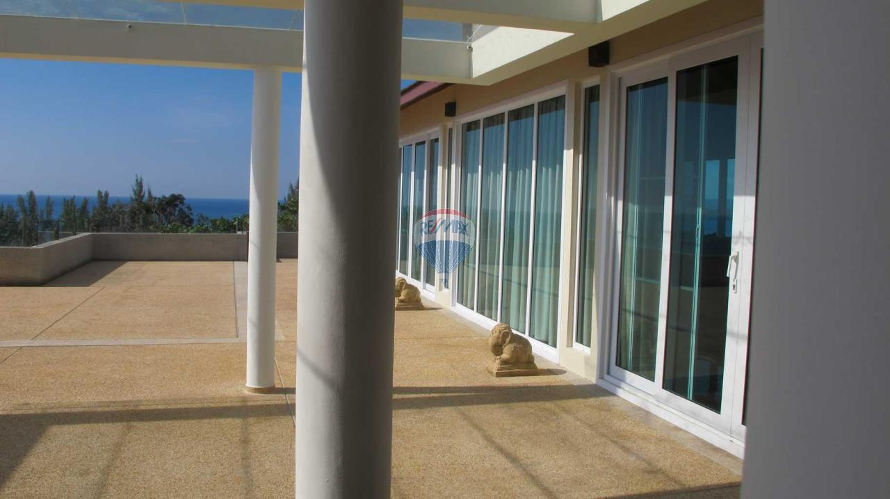 RE/MAX Top Properties Agency's Exclusive Luxury Villa with pure 180' Ocean Front View 45