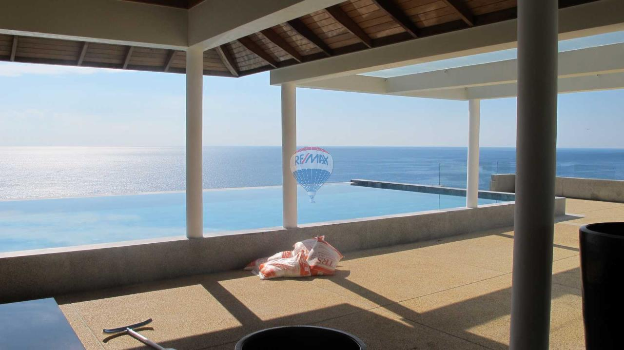 RE/MAX Top Properties Agency's Exclusive Luxury Villa with pure 180' Ocean Front View 70