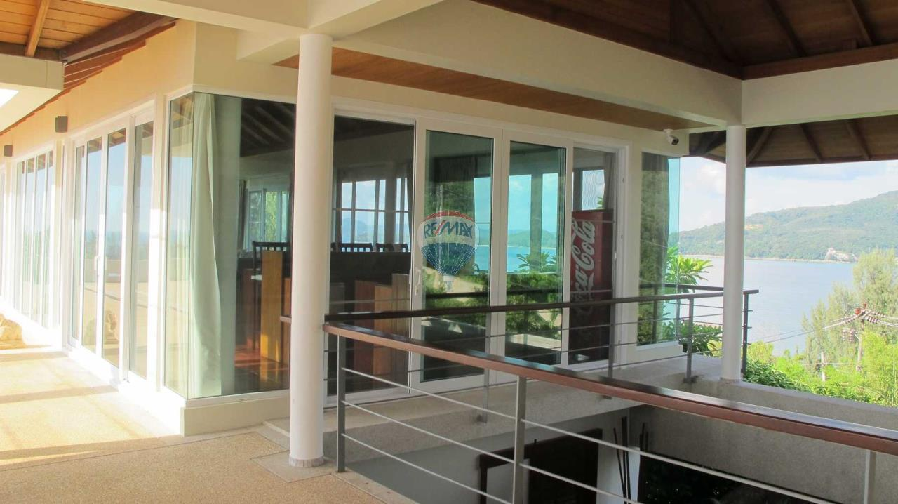 RE/MAX Top Properties Agency's Exclusive Luxury Villa with pure 180' Ocean Front View 89