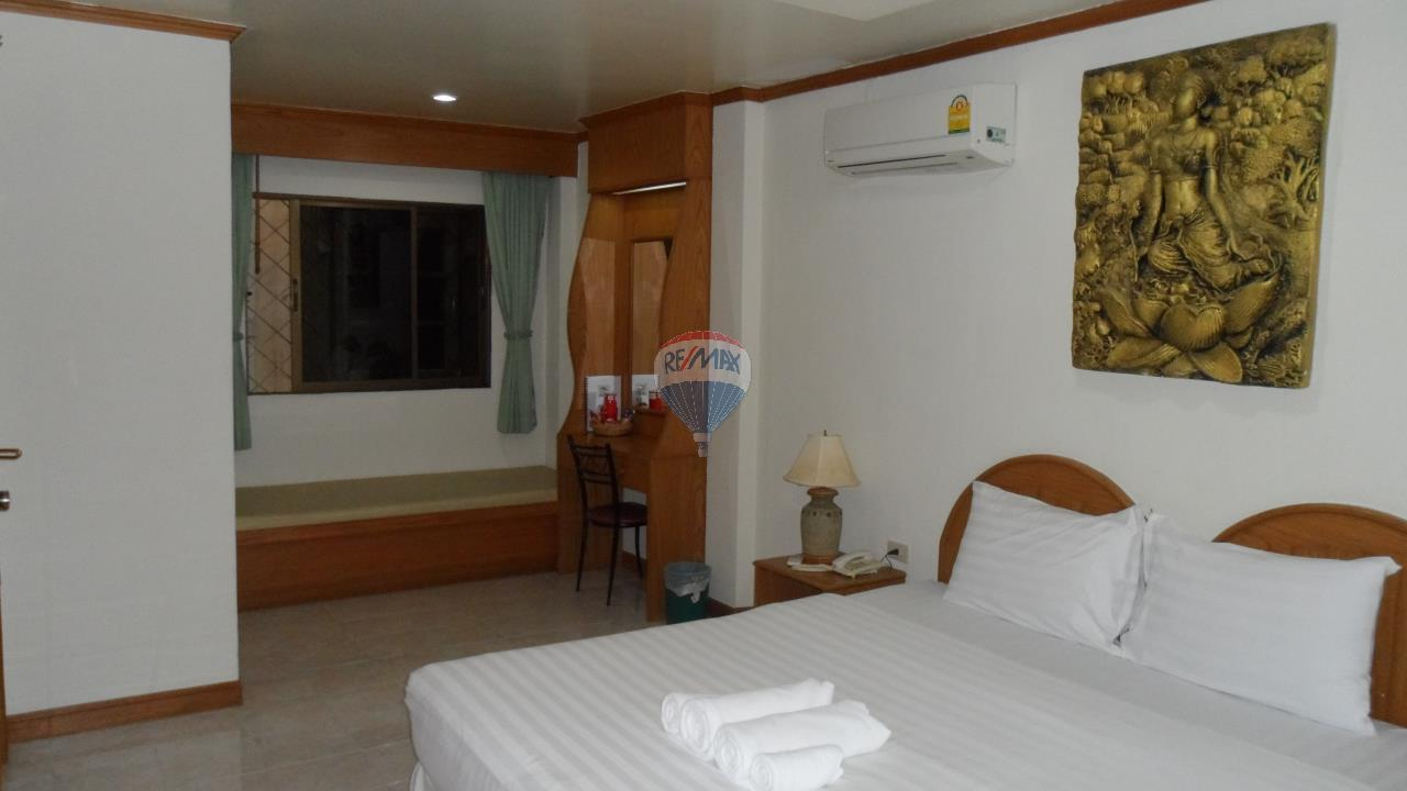 RE/MAX Top Properties Agency's Patong - 15 Rooms Guesthouse - Great Location 16