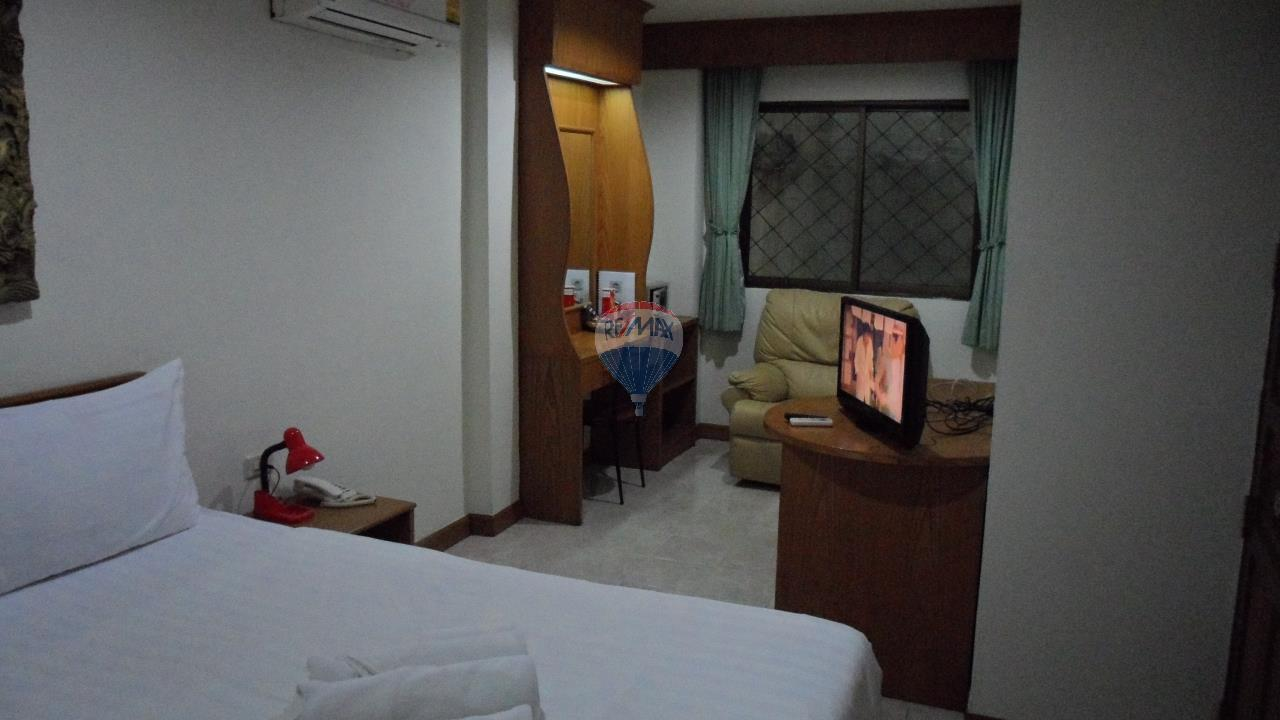 RE/MAX Top Properties Agency's Patong - 15 Rooms Guesthouse - Great Location 7
