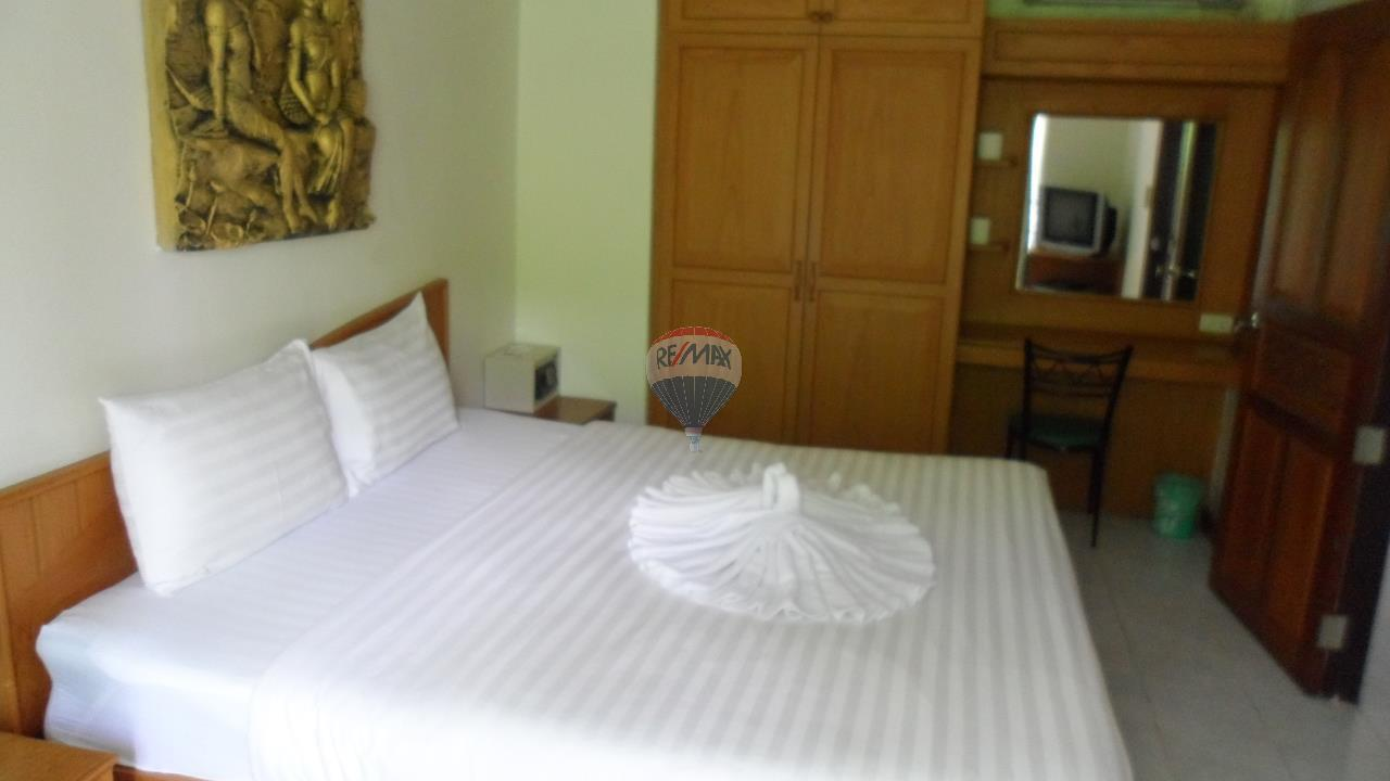 RE/MAX Top Properties Agency's Patong - 15 Rooms Guesthouse - Great Location 11