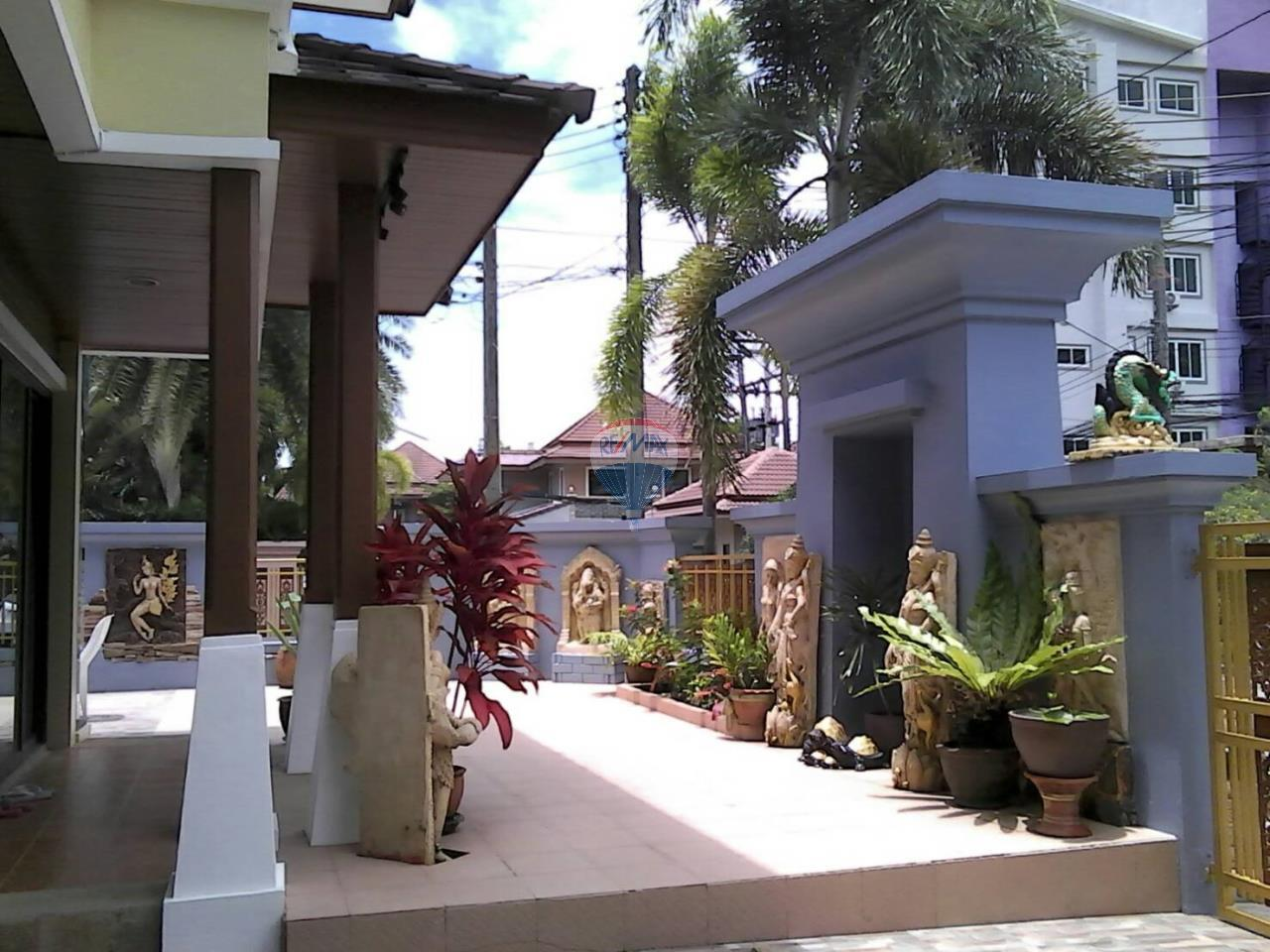 RE/MAX Top Properties Agency's Phuket,Patong Beach Pool Villa 3 Bedrooms For Rent 5