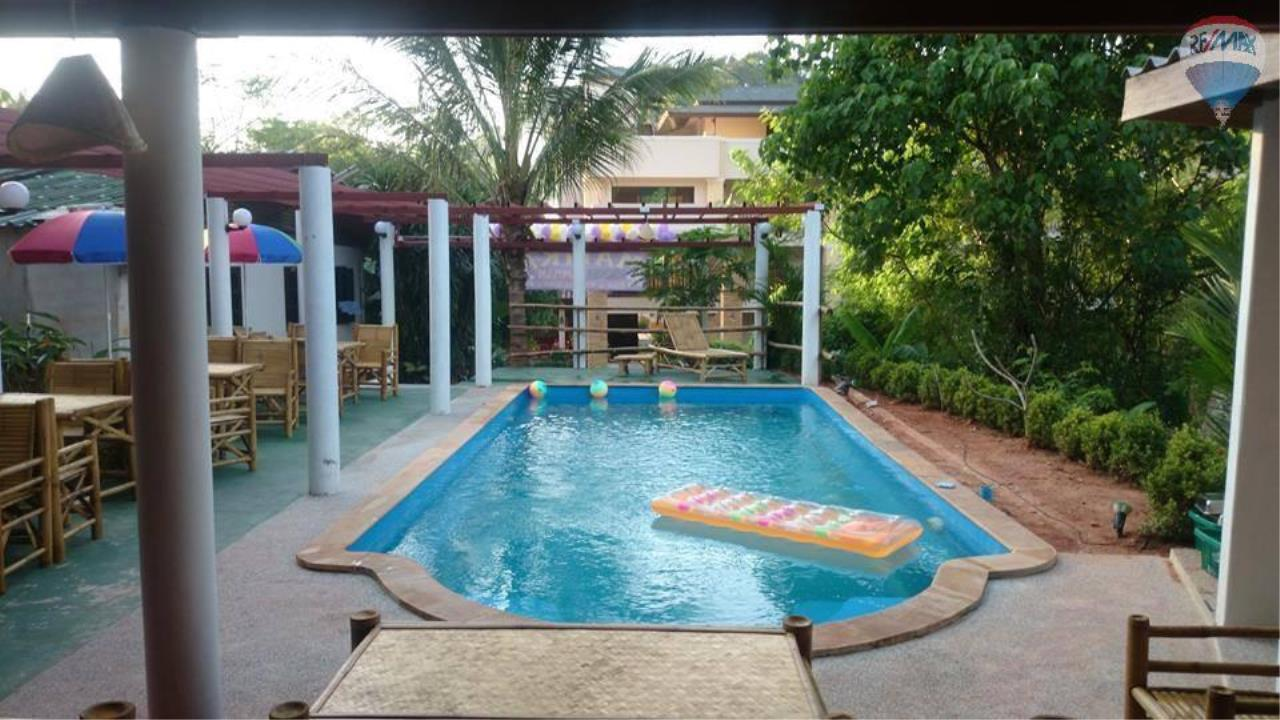 RE/MAX Top Properties Agency's Restaurant with swimming pool and sauna for sale at Naiharn 5