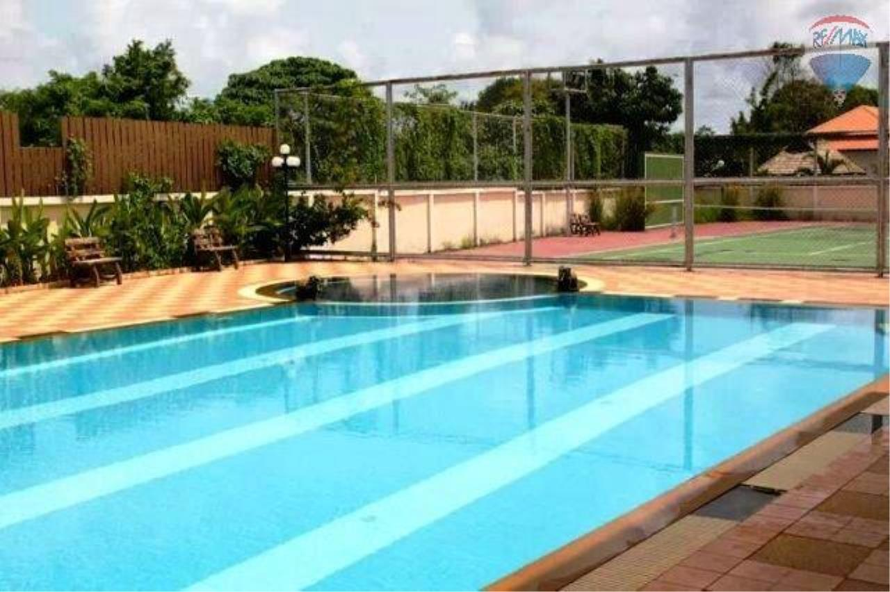 RE/MAX Top Properties Agency's Balinese Style Villa For Sale Thalang  6