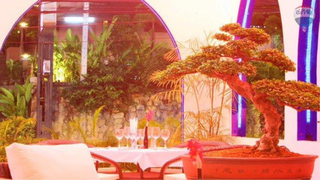 RE/MAX Top Properties Agency's shisha bar loung for sale at Patong 4