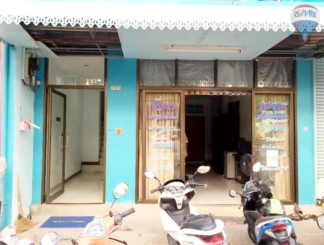RE/MAX Top Properties Agency's Suyamsak Apartment  7