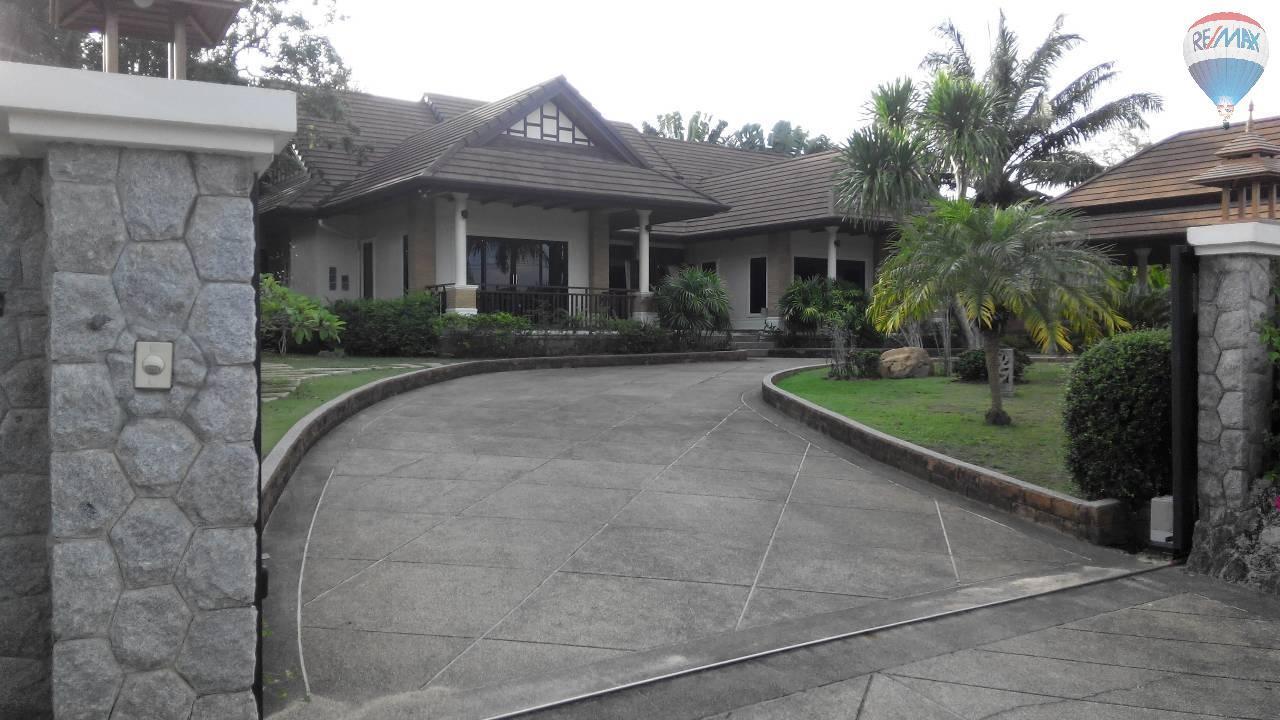 RE/MAX Top Properties Agency's 4 Bedrooms Villa For Sale Bang Tao Beach Phuket 1