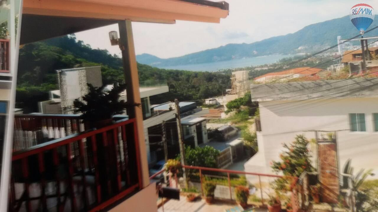RE/MAX Top Properties Agency's 4 Bedrooms House Nearby Elephant Camp Patong Beach 4