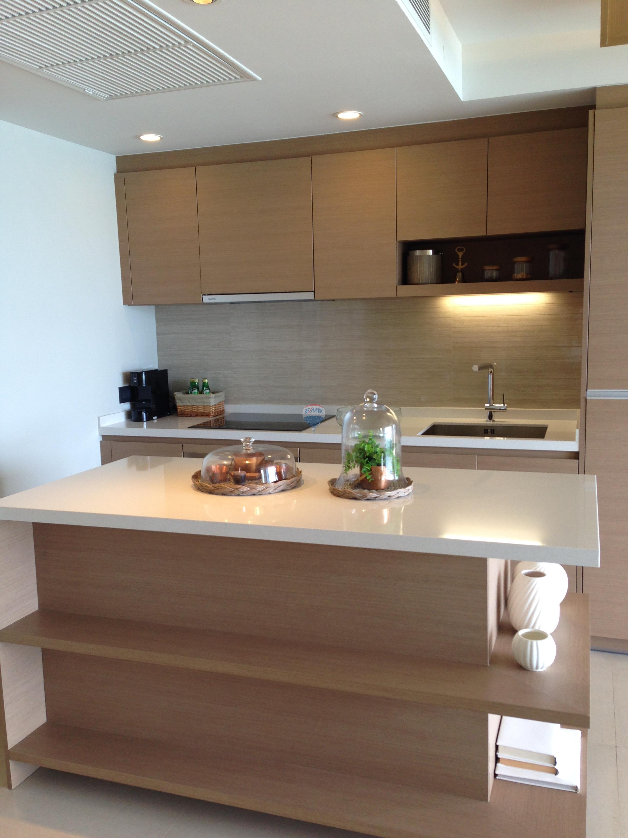 RE/MAX Top Properties Agency's Luxury 1 Bedroom Apartment overlooking Patong Bay 8