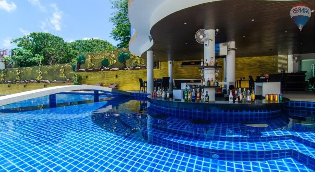RE/MAX Top Properties Agency's Luxury Studio Ocean View for rent 4