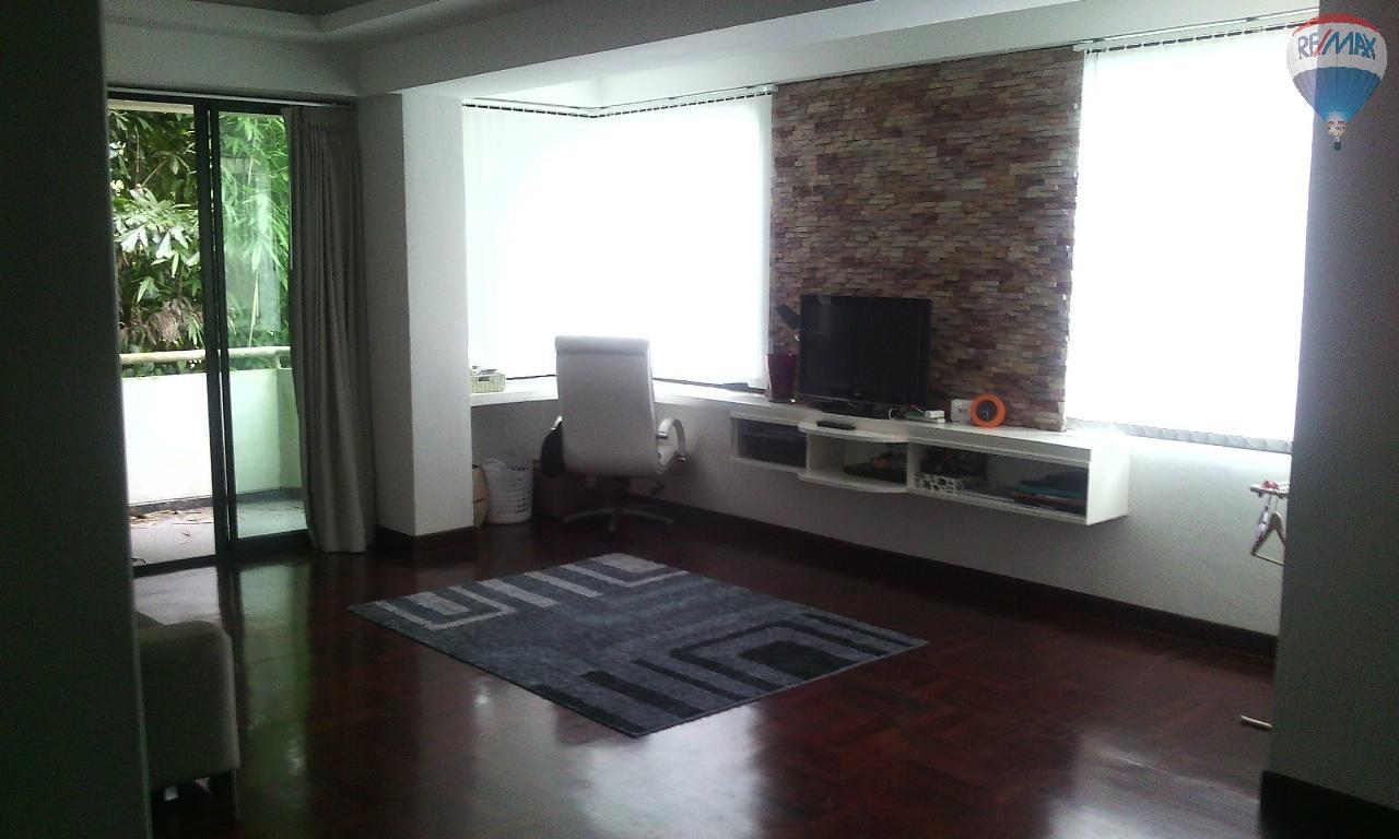 RE/MAX Top Properties Agency's Spacious 1 bedroom with large living room for sale at Kathu  3