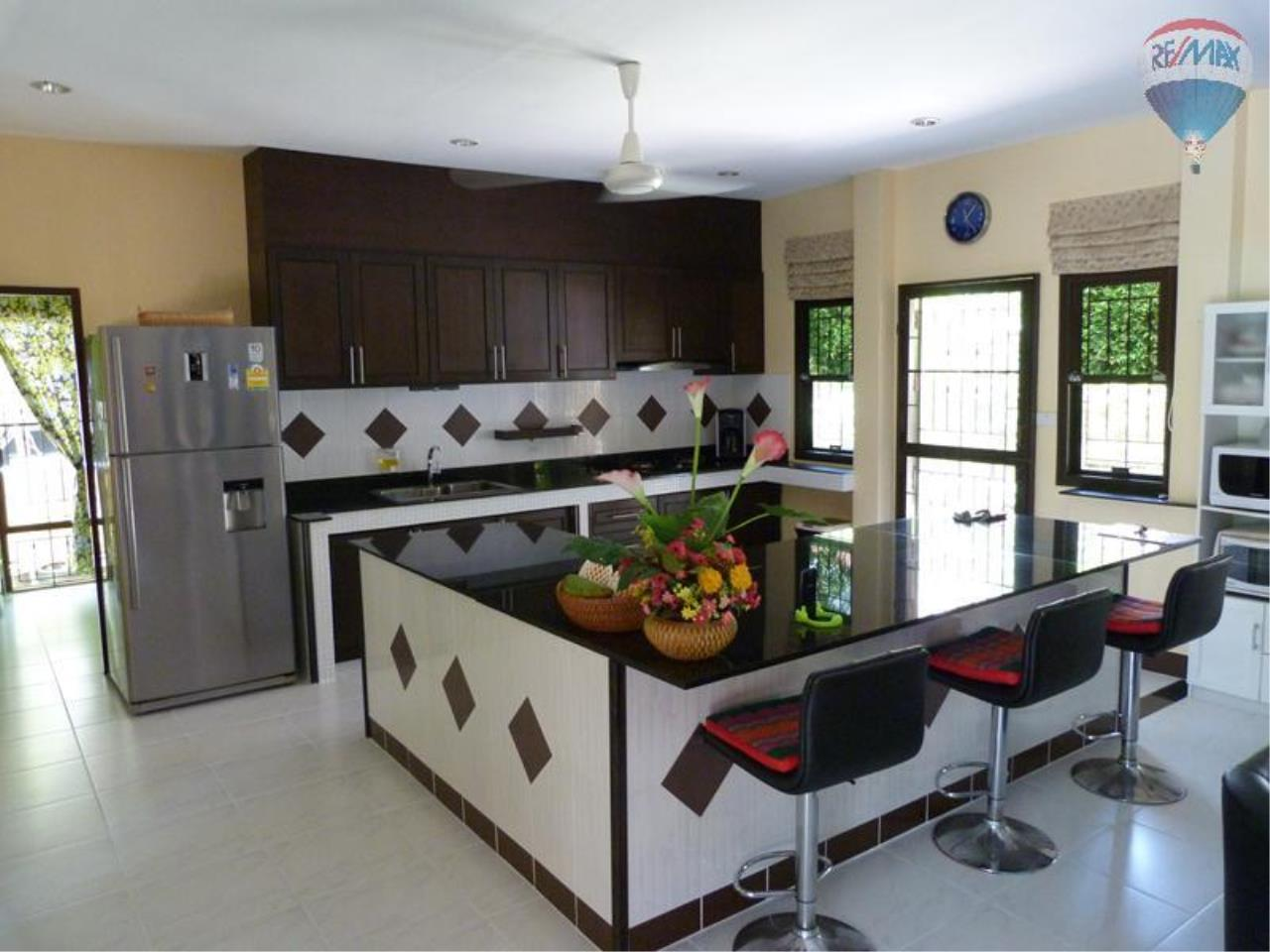 RE/MAX Top Properties Agency's 3 Bedrooms Pool villa For Sale Rawai Beach 13