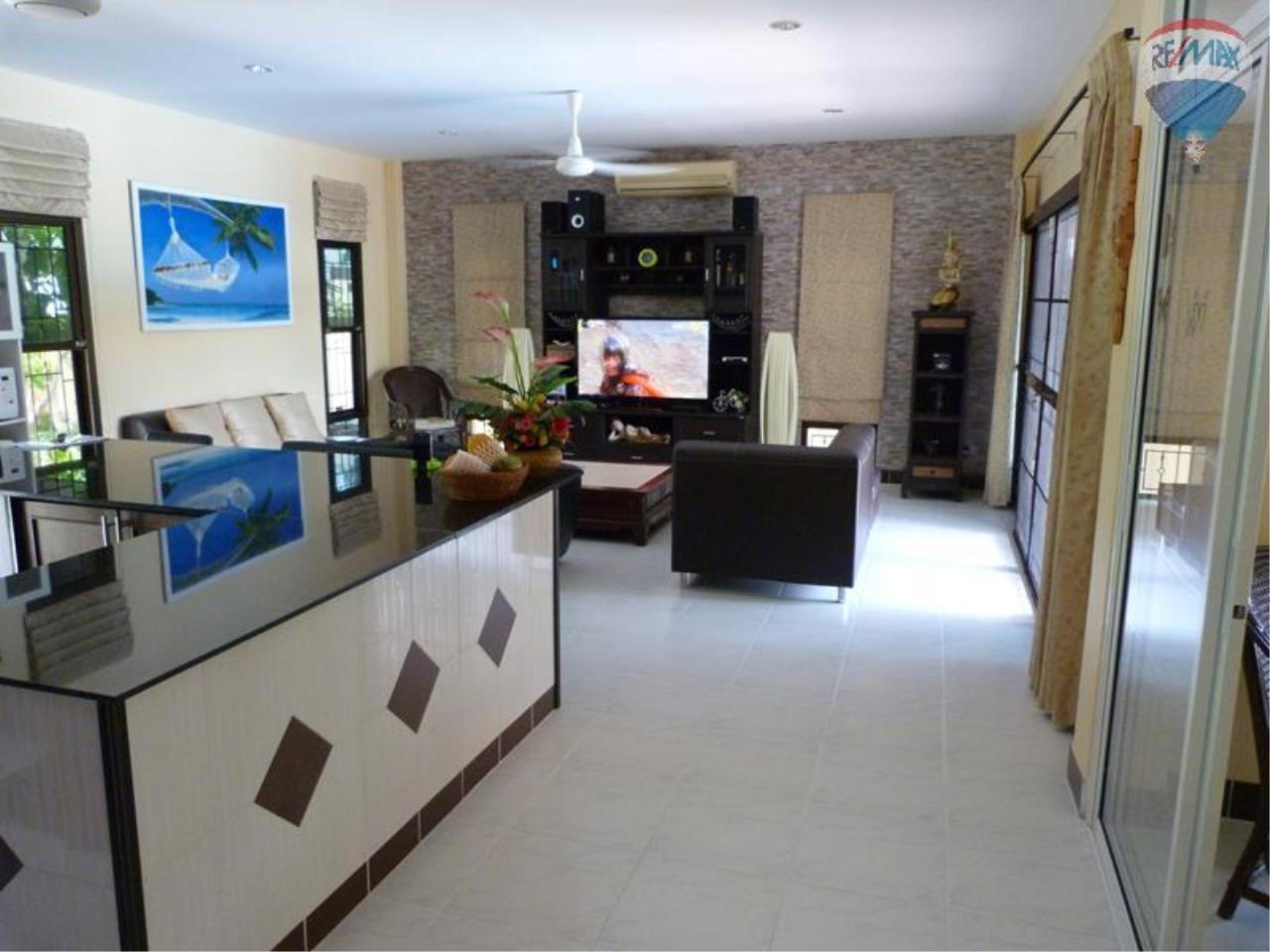 RE/MAX Top Properties Agency's 3 Bedrooms Pool villa For Sale Rawai Beach 23