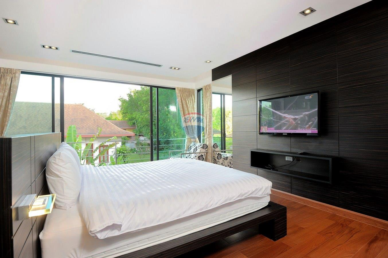 RE/MAX Top Properties Agency's Villa Modern and Extravagant 3 bedroom in Cherngtalay 14