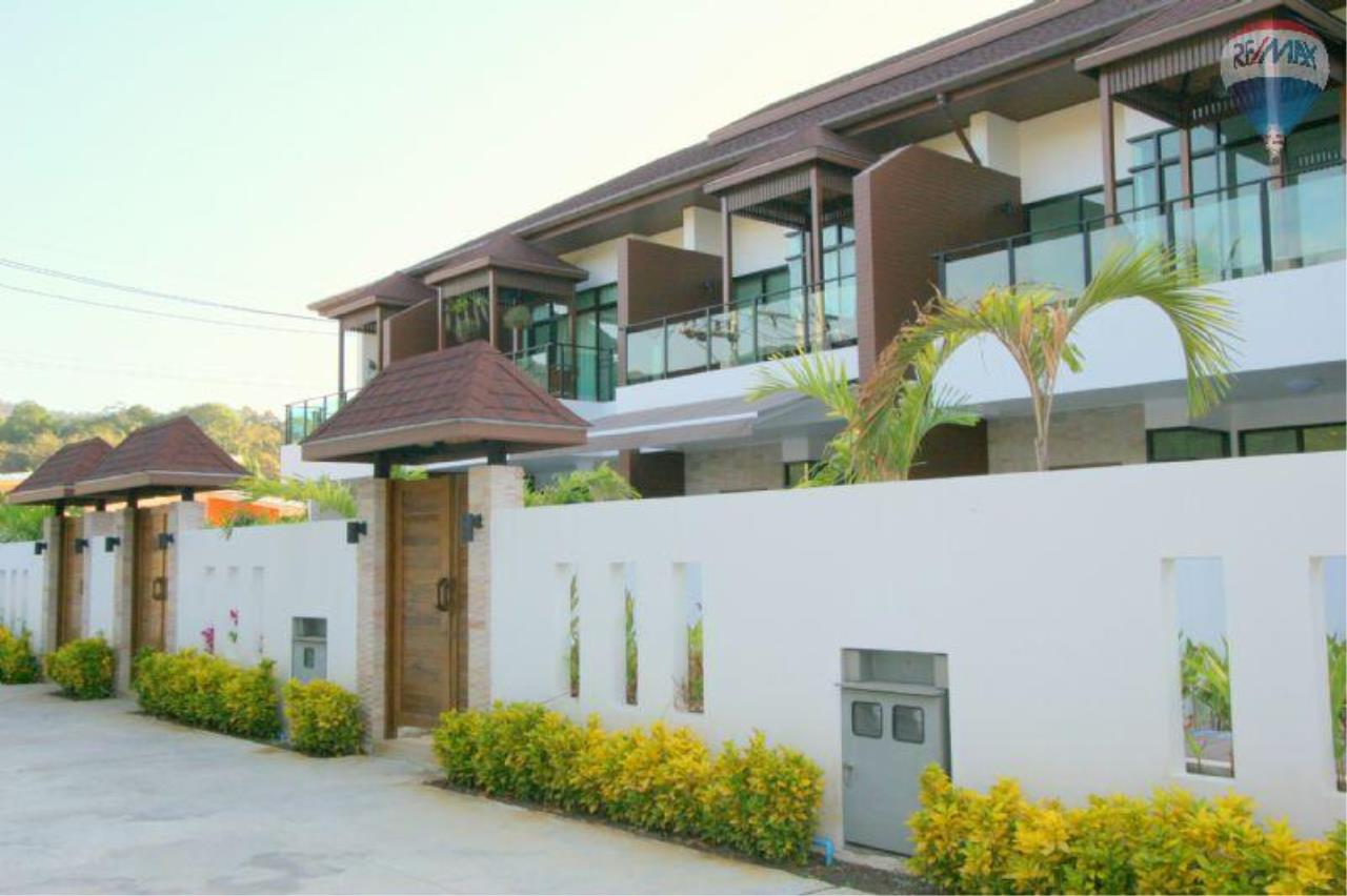 RE/MAX Top Properties Agency's Twin House   Villa Pool 6