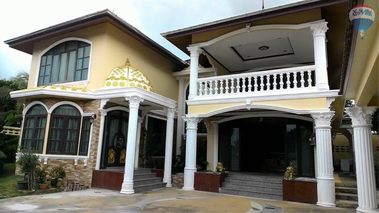 RE/MAX Top Properties Agency's Roman Style Pool Villa For Sale Chalong 1