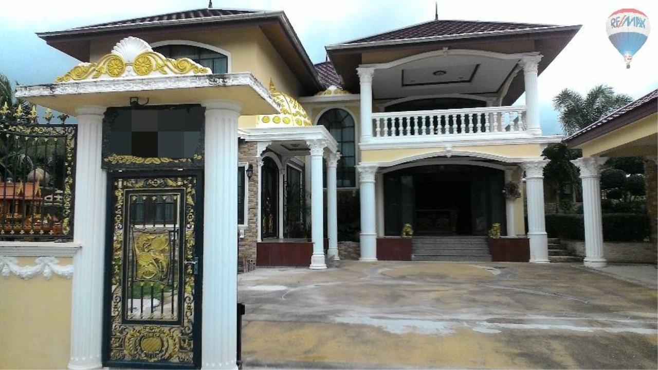 RE/MAX Top Properties Agency's Roman Style Pool Villa For Sale Chalong 2