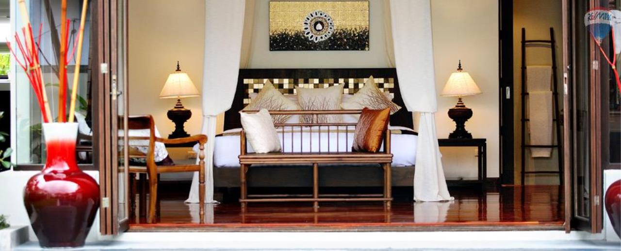 RE/MAX Top Properties Agency's For Sale Luxury Villa Naiharn Phuket 102