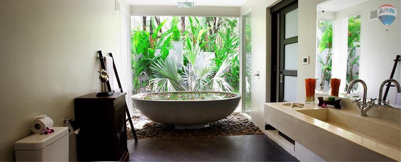 RE/MAX Top Properties Agency's For Sale Luxury Villa Naiharn Phuket 103