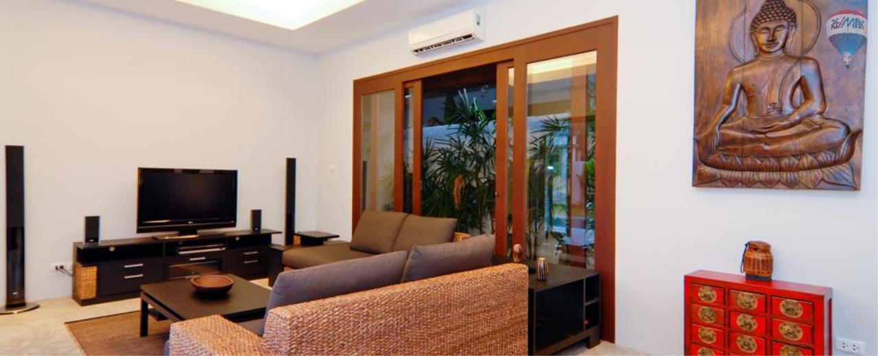 RE/MAX Top Properties Agency's For Sale Luxury Villa Naiharn Phuket 31