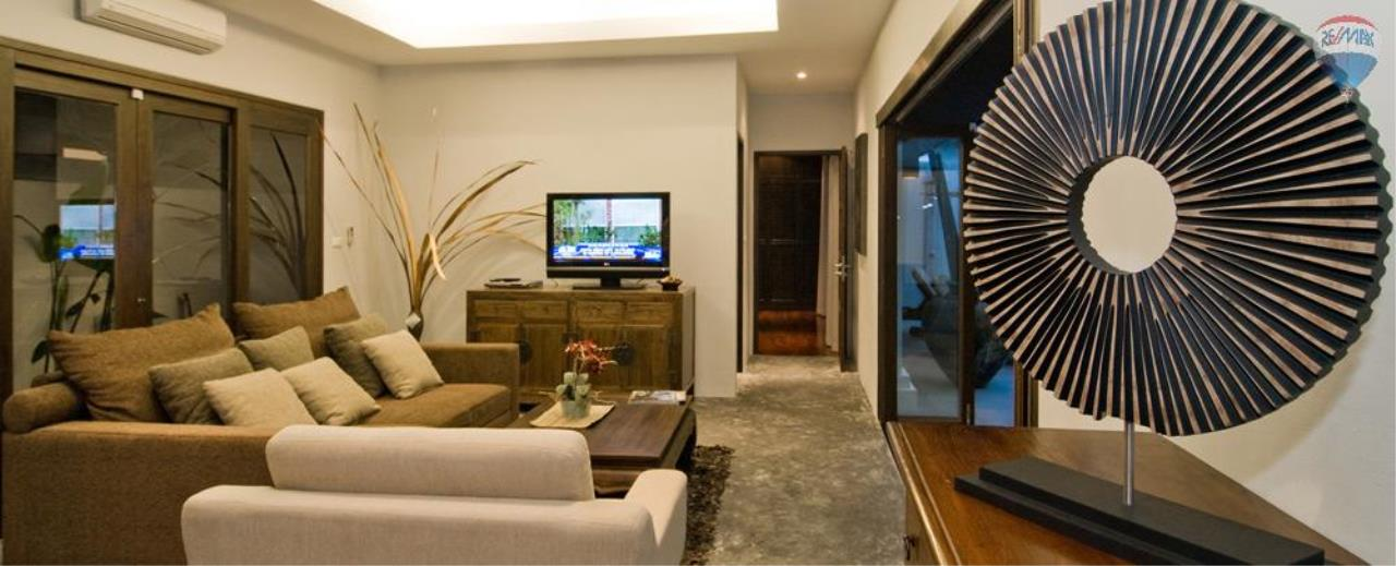 RE/MAX Top Properties Agency's For Sale Luxury Villa Naiharn Phuket 82