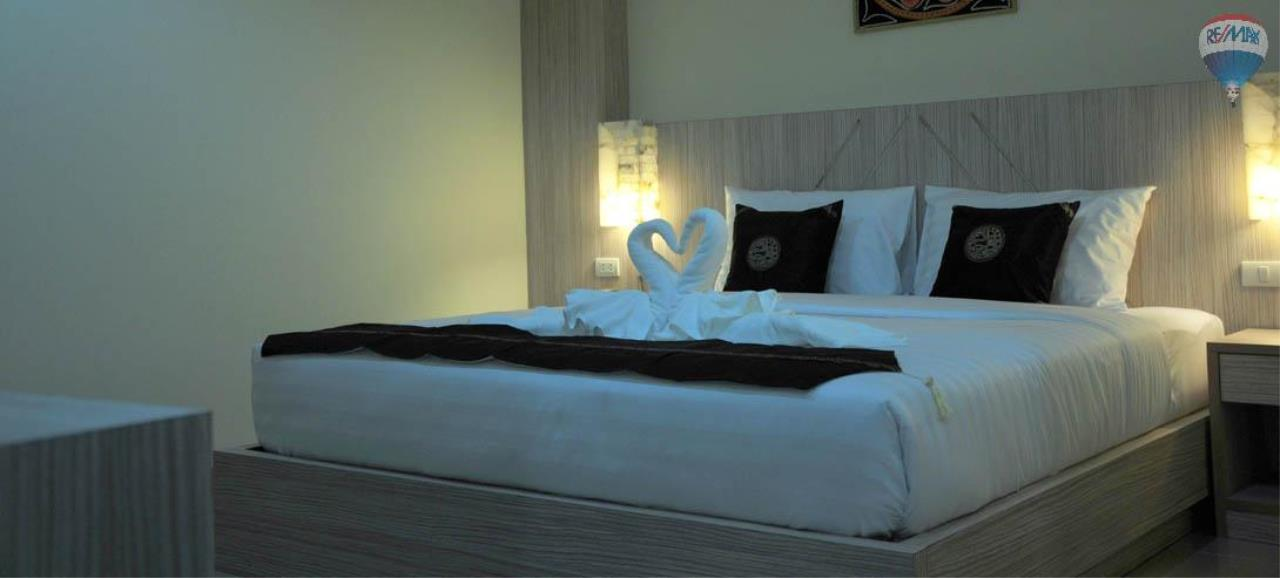 RE/MAX Top Properties Agency's 28 Rooms Hotel with Lift For Sale Patong Beach Cheap Rental  16