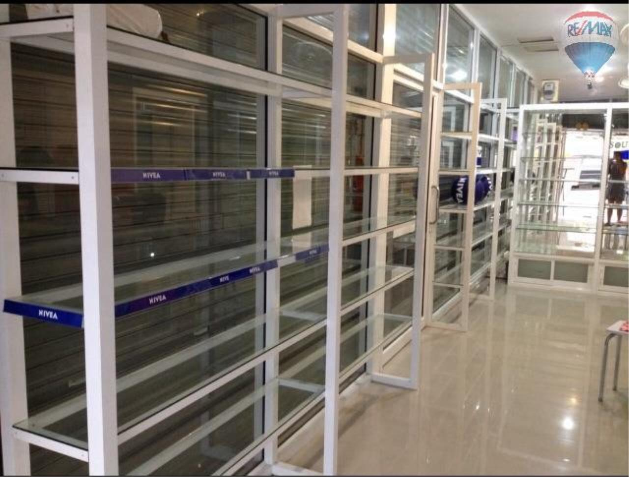 RE/MAX Top Properties Agency's Patong Pharmacy shop for lease 4