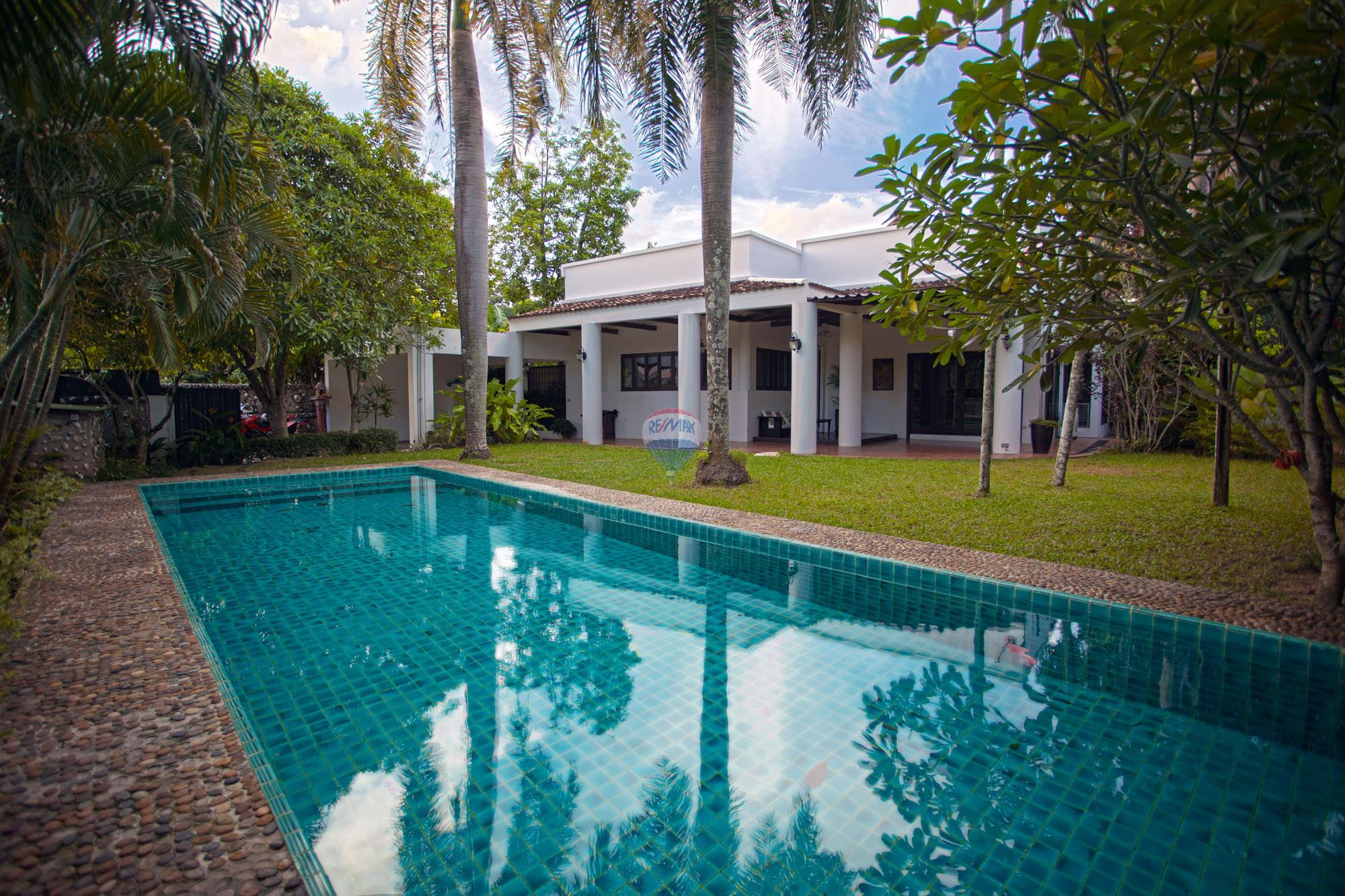 RE/MAX Top Properties Agency's Luxury Single house with private pool in Makham Bay-Chalong 3