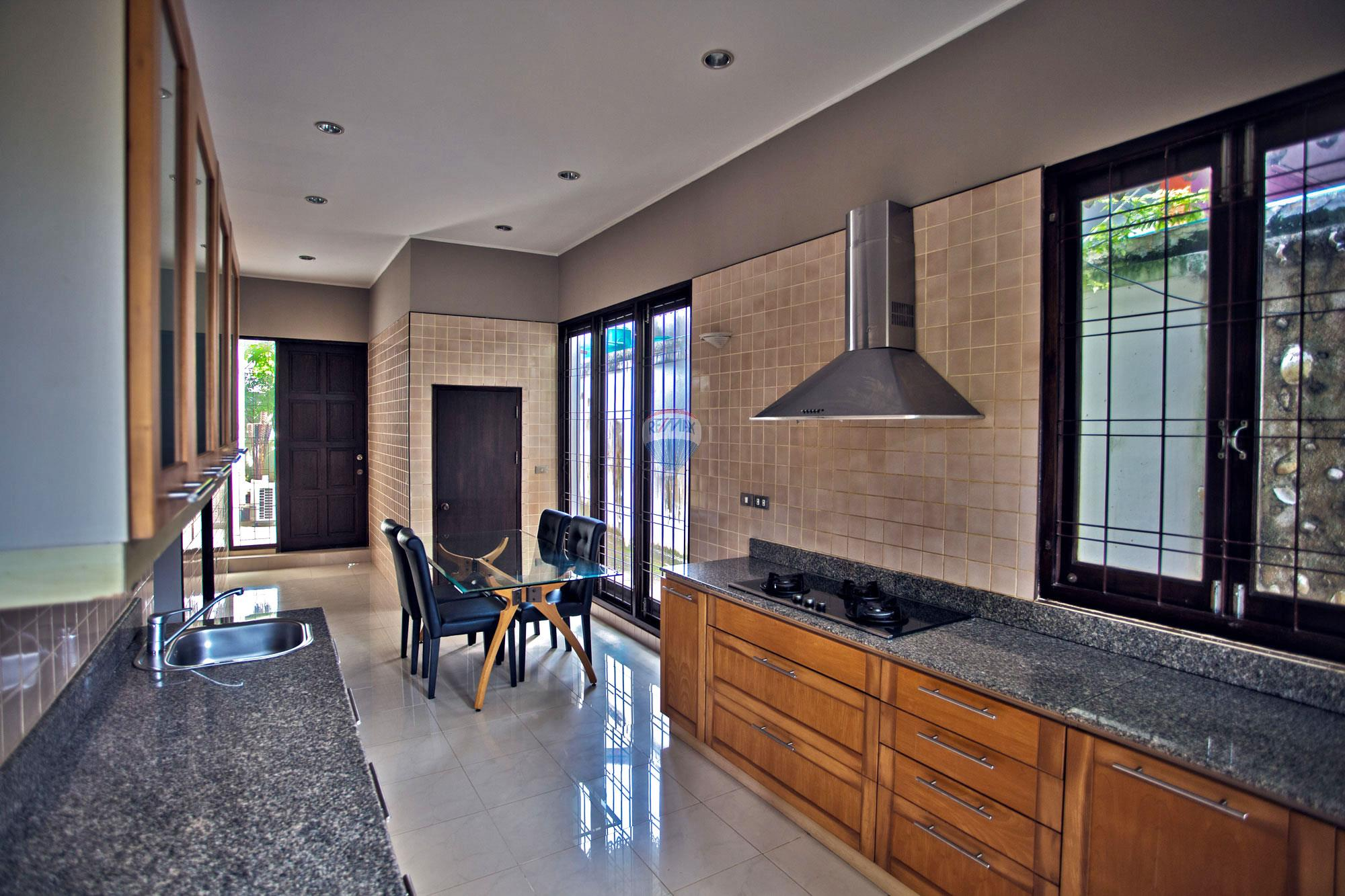 RE/MAX Top Properties Agency's Luxury Single house with private pool in Makham Bay-Chalong 5