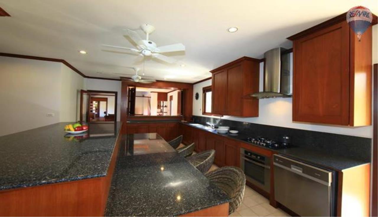 RE/MAX Top Properties Agency's 4 Bedrooms Private Pool villa In Bangtao 7