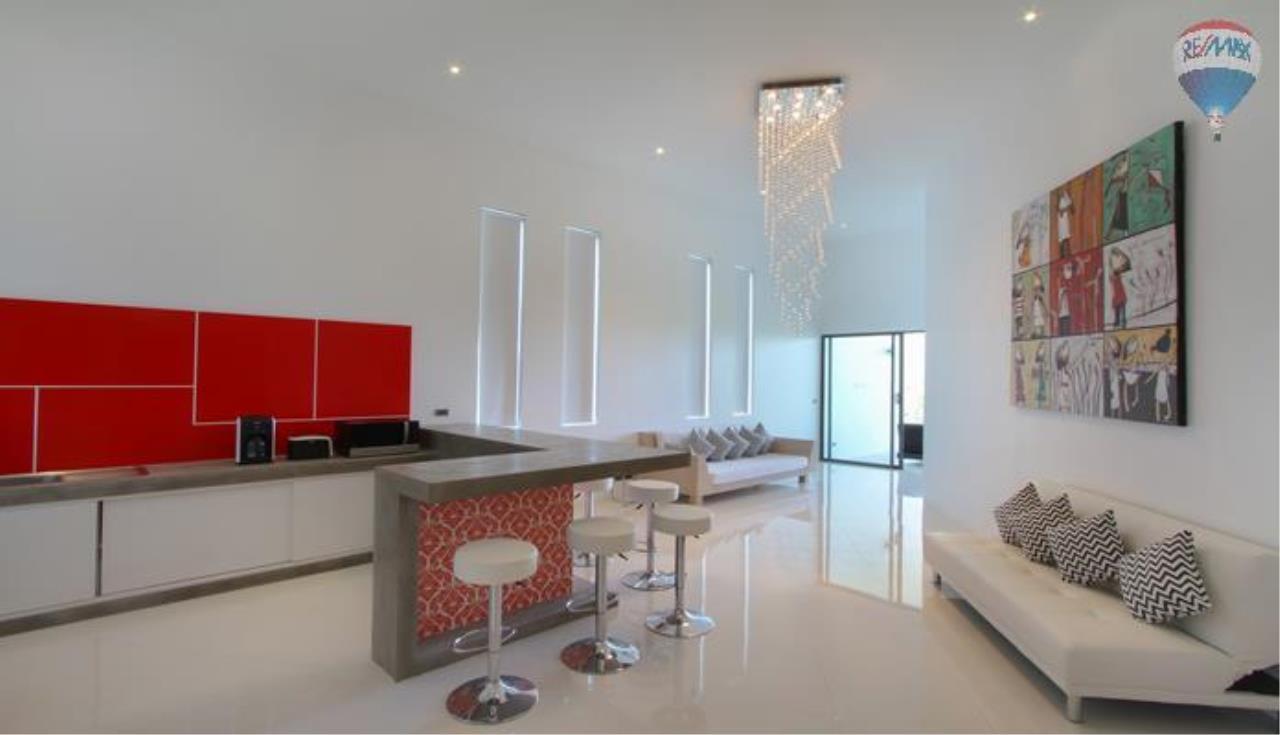 RE/MAX Top Properties Agency's 9 Bedrooms Villa with Sea View in Bangtao 10